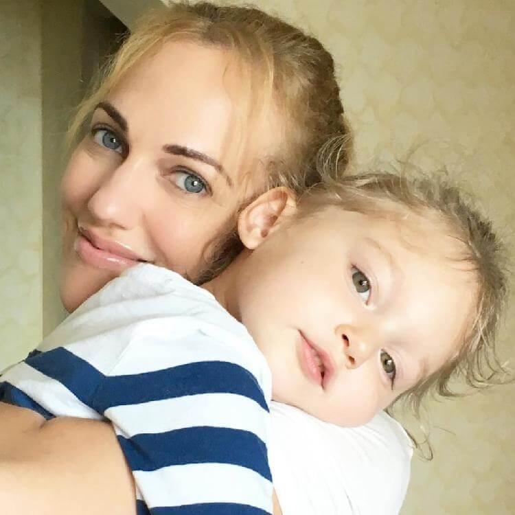 Дочка «Роксоланы» растет настоящей красоткой. Вся в маму!