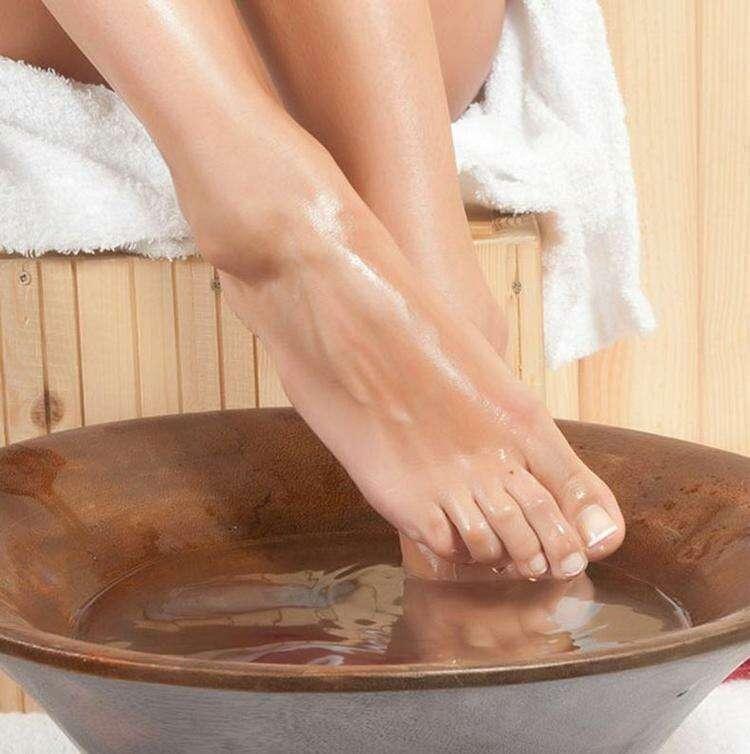 Как правильно парить ноги: рецепт от доктора восточной медицины