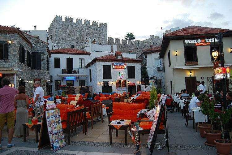Бар-стрит (улица баров) в Мармарисе