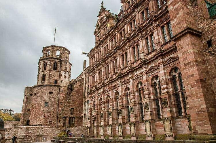 Восстановленная часть замка
