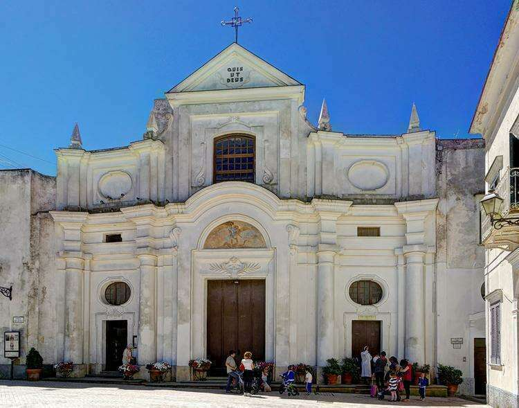 Церковь Сан-Микеле в городе Анакапри